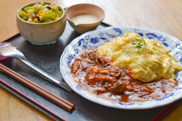 玄米ご飯の小樽地鶏卵オムライス