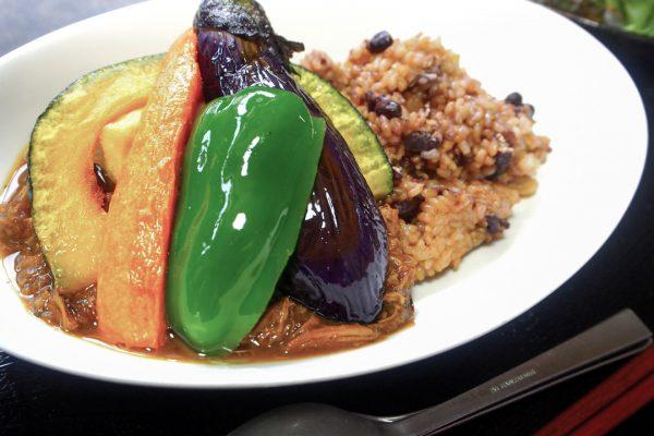 玄米ご飯の菜はなカレー
