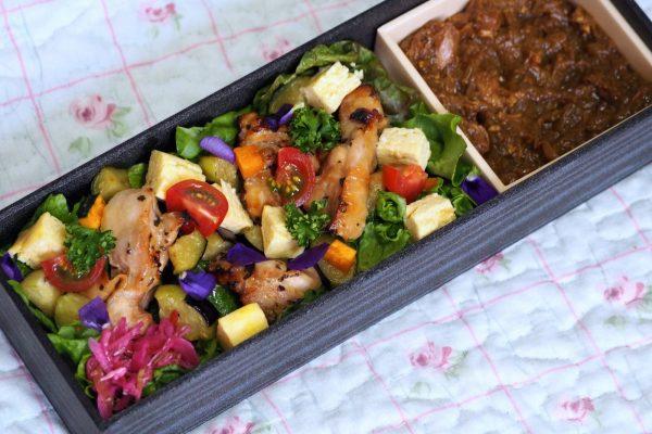 ⑩道産鶏肉のバジルチキンと無水カレー弁当