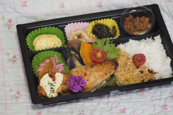 ⑦【無水カレー付き】道産チキン南蛮と地魚弁当