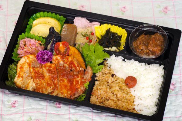 ⑭【無水カレー付き】道産豚肉のポークチャップ弁当