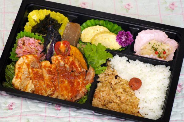 ⑬道産豚肉のポークチャップ弁当