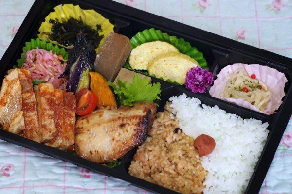 ⑰道産豚ポークチャップと地魚弁当
