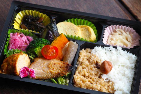 ⑤道産鶏肉ロールキャベツとお魚弁当