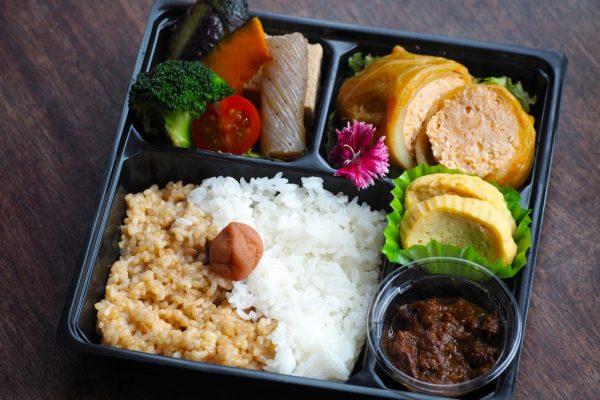 ②【無水カレー付き】道産鶏肉のロールキャベツ弁当