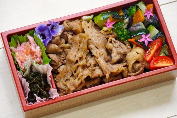 ①牛焼き肉と彩り野菜弁当