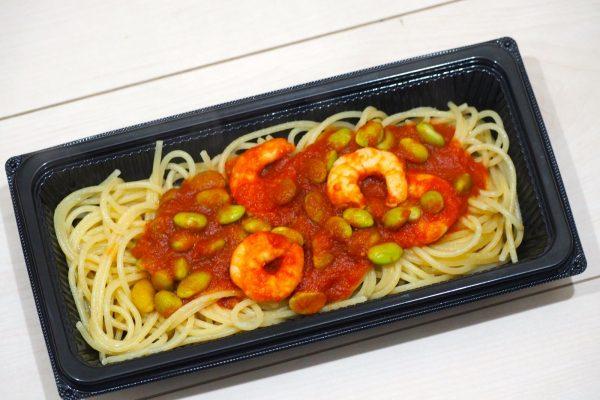④小海老と枝豆の トマトソースパスタ