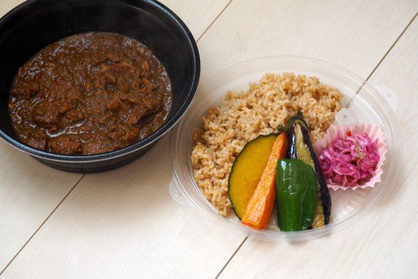 ⑥道産鶏肉と札幌黄玉ねぎの無水カレー弁当